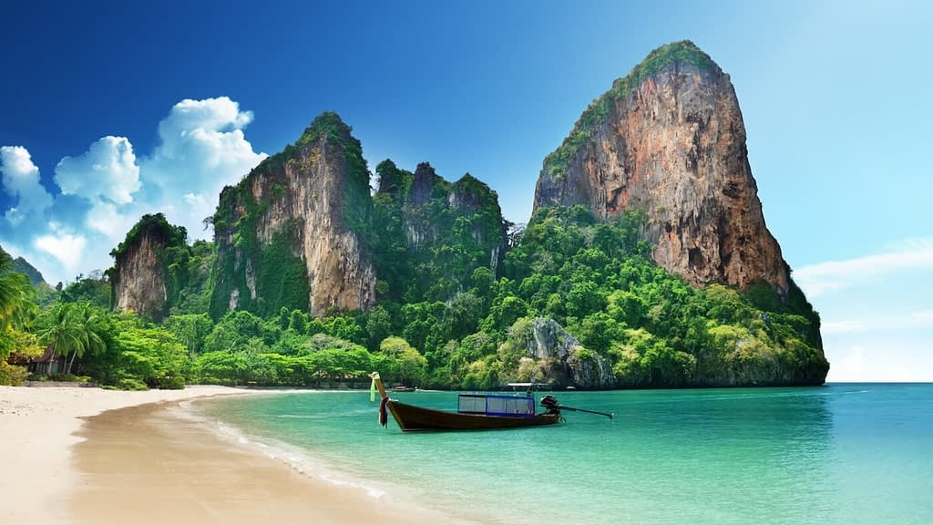 Thailand draws international tourists all throughout the year